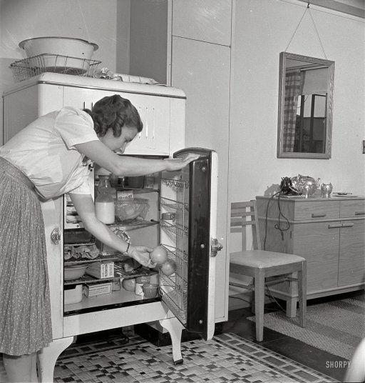 old iceboxHistorical Photos, Vintage Kitchens, Vintage Photos, Vintage Photographers, Vintage Wardrobe, Vintage Icebox, Vintage Things, New Kitchens, 1942