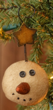Love this little 'wonkerjawed' snowman and his hook! Detail Image of snowman ornament