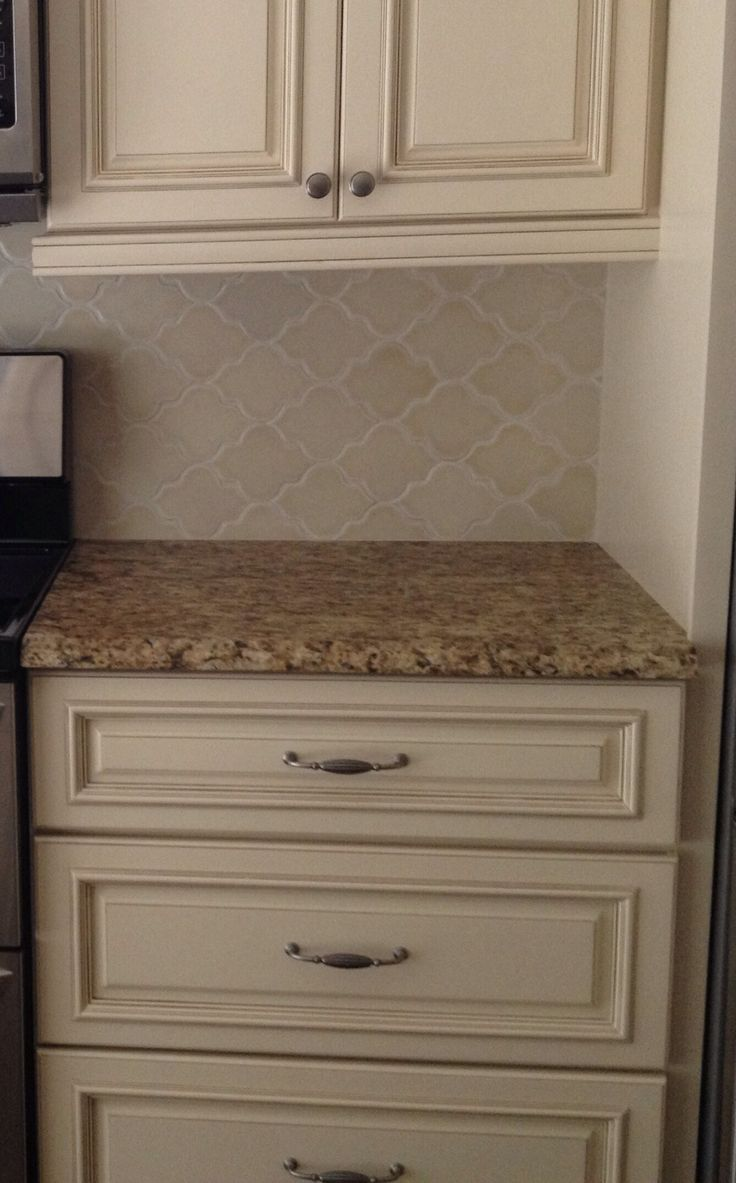 Arabesque backsplash gialloornamental busby gilbert custom tile co van nuys california - Custom kitchen backsplash tiles ...