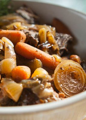 The best and easiest Slow Cooker Pot Roast with Balsamic Vinegar Caramelized