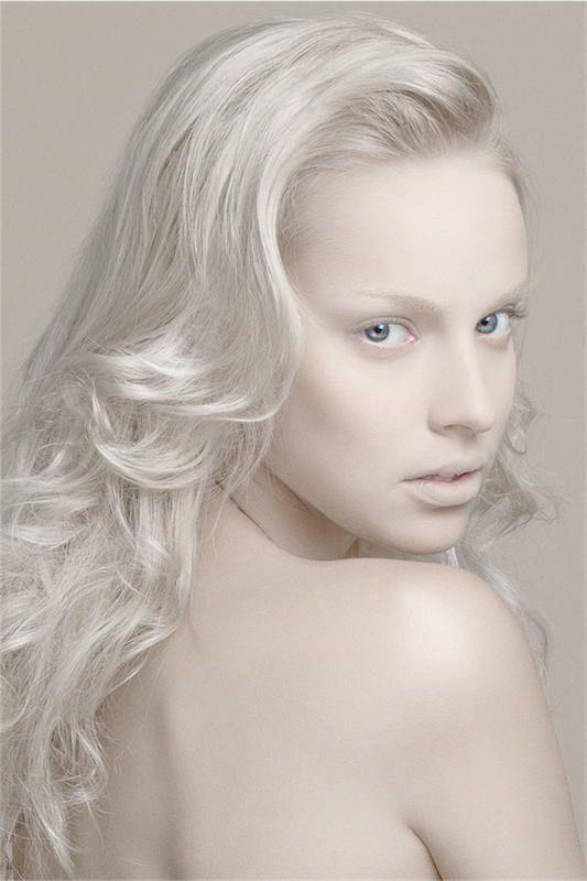 Model : ITI @ Mademoiselle Agency MUA : Kelly Bruneau Hair : Lydie Martins Photo & Retouch : Kavak Agir