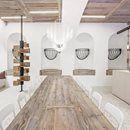 UN PROGETTO SENZA TEMPO Lo studio viennese destilat ha progettato la nuova identità visiva e spaziale per rappresentare la visione gastronomica di Johannes Lingenhel titolare della storico negozio di formaggi che oggi offre anche bar, degustazioni e ristorante. Materiali naturali e estetica industriale che si uniscono al recupero di parti antiche. Scopri di più: http://italystonemarble.com/2016/12/06/un-progetto-senza-tempo-firmato-da-destilat/