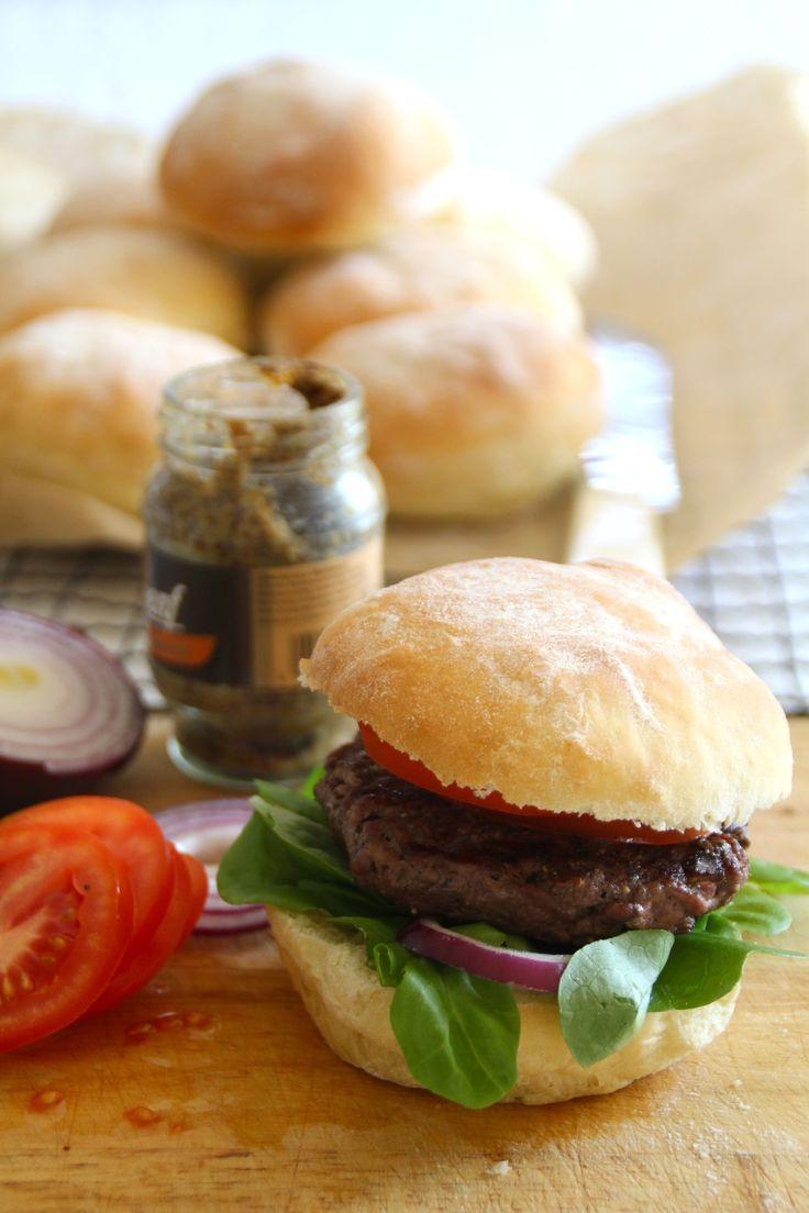Myke hamburgerbrød - klassisk amerikanske hamburgerbrød laget med poteter slik at de er ekstra myke og saftige.