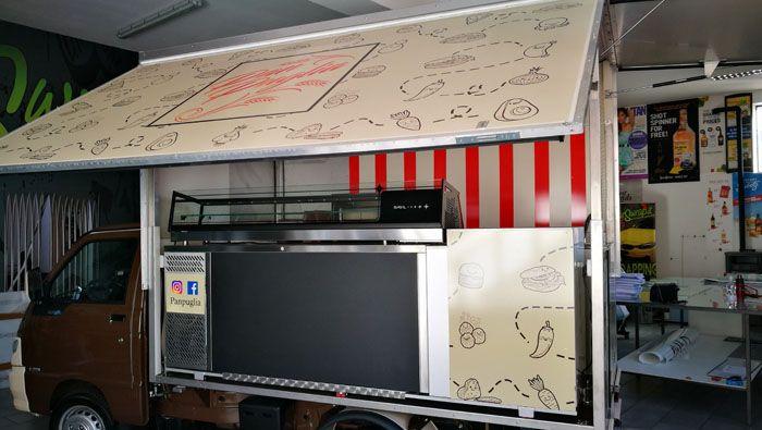 Decorazione furgone Street Food. Tra i nostri servizi:WRAPPING CERCHI IN LEGA INSEGNE-PANNELLI - CASSONETTI LUMINOSI A RISPARMIO ENERGETICO. Tel. 0362 75833