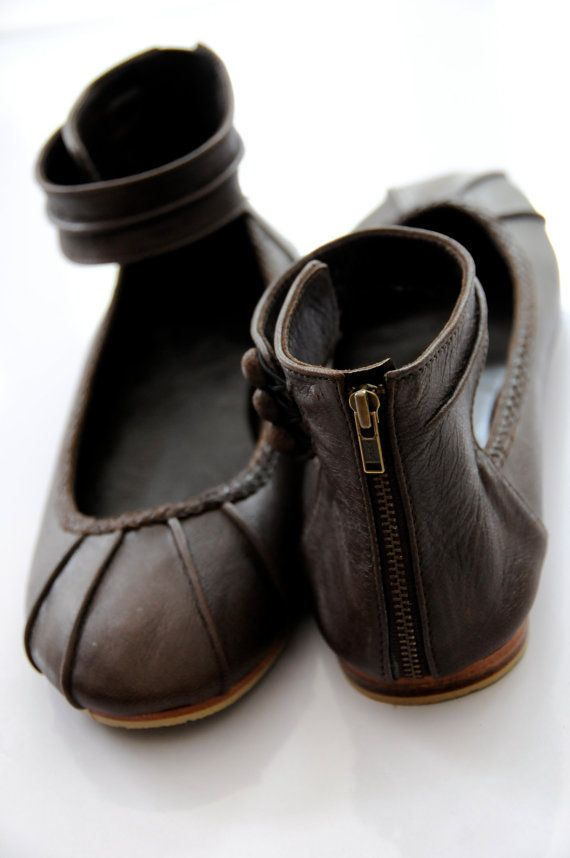 MUSE. Leather flat shoes / ballet flat shoes