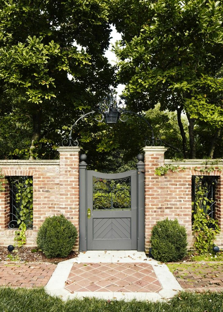southern traditional landy gardner interiors award winning nashville interior designer wood fence gatesbrick - Brick Wall Fence Designs