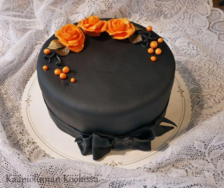 Kääpiölinnan köökissä: Synttärikakkua mansikka-suklaatäytteellä (gluteeniton, laktoositon & munaton)