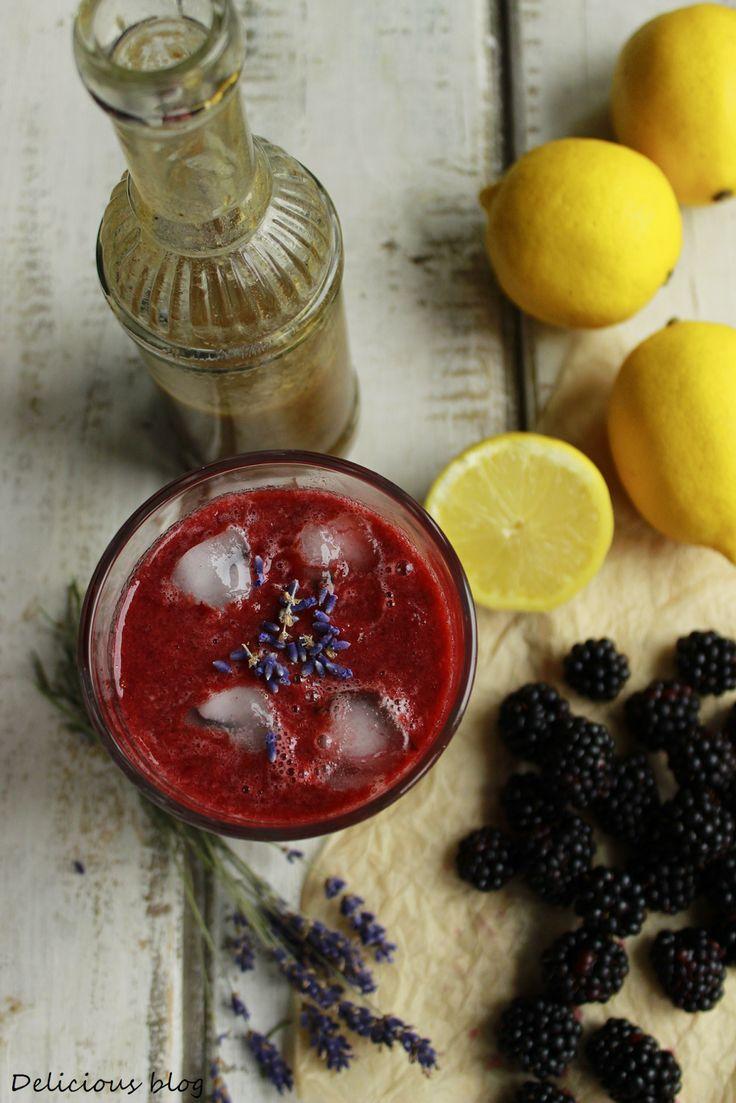 Z ostružin se dají vykouzlit různé dobré nápoje. Například zkuste ostružinovou limonádu s levandulovým sirupem podle Lucie.