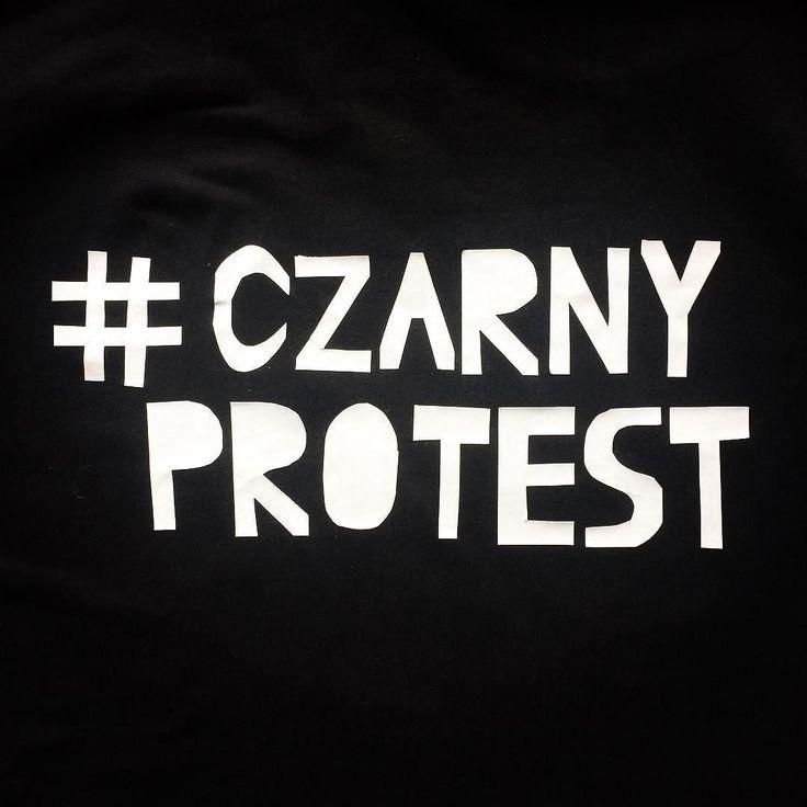 Dzisiaj protestuję przeciwko zaostrzeniu prawa aborcyjnego w Polsce. #CzarnyProtest #blackprotest #czarnyponiedziałek #blackmonday #ogolnopolskistrajkkobiet #polishwomenonstrike