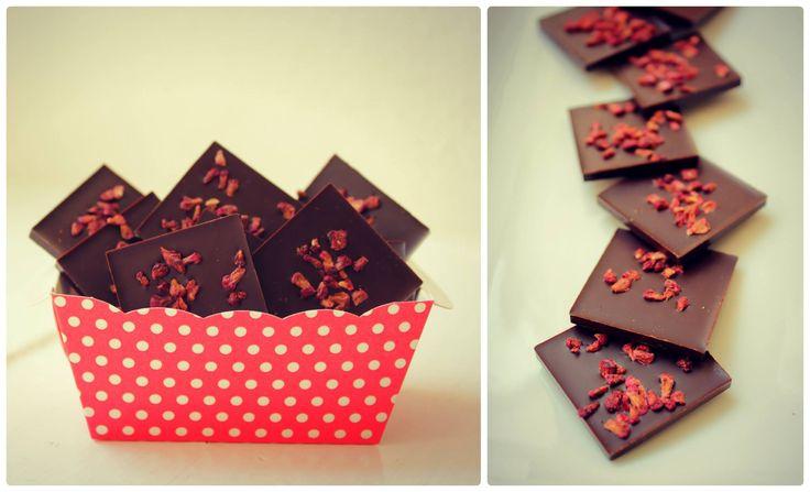 Čtvreček hořká čokoláda se sušenými malinami