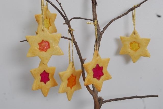 Christmas cookies to hang on the tree