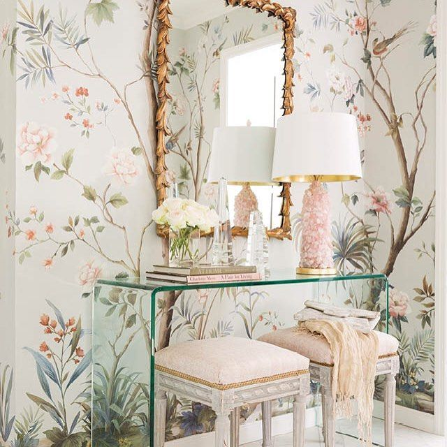 Stunning vignette by @klewisdesign from the #May issue of @athomearkansas…