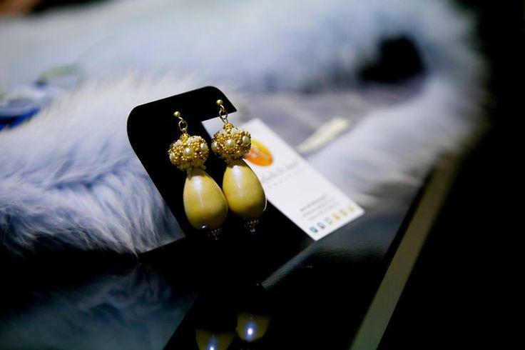 Ancora un' immagine dell'inaugurazione del #TemporaryStore di OFFICIAL MADE IN ITALY a #NewYork. Grande partecipazione di pubblico e bella serata per tutti!  #RaffaellaDeAngeli #ArtigianiItaliani #ProdottoUnico #FattoAMano #Bijoux #Gioielli #Handmade #Jewelry #Beadwork #Accessory #newyork2016 #italianbeauty