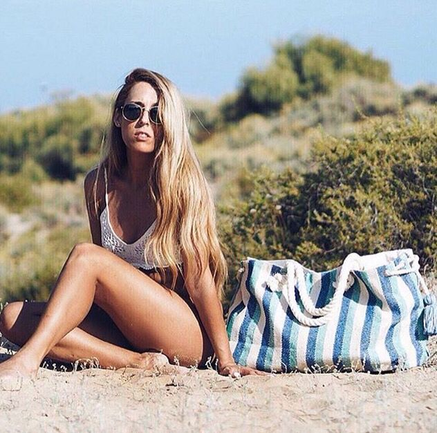 Beautifull how to wear picture, with the Abbacino inspirational photo with the Abbacino beach bag💙☀️. #DoubleCheck #Abbacino #Beach #Bag #Fashion #White #And #Blue #Summer