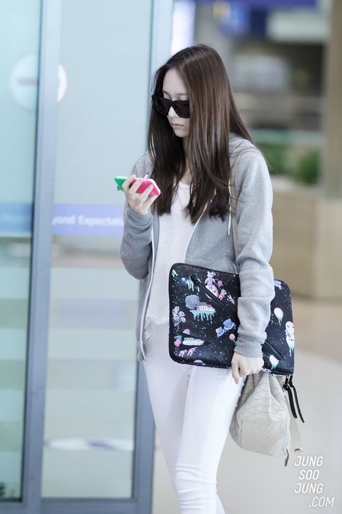 #fx #Krystal | Korean Stars / Airport Fashion / Casual ...