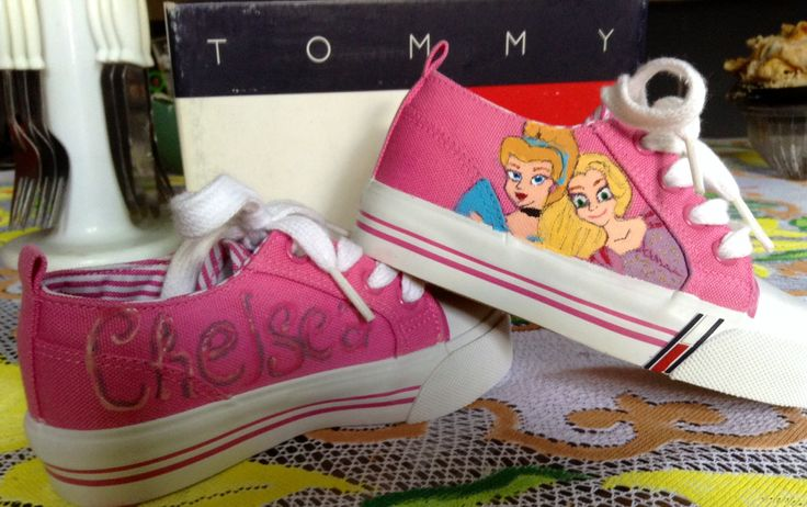 Email analorenafuentesroman@gmail.com if interested in a custom pair of shoes