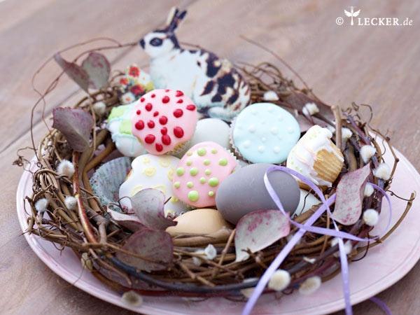 Süße Eierlikör-Muffins im Nest