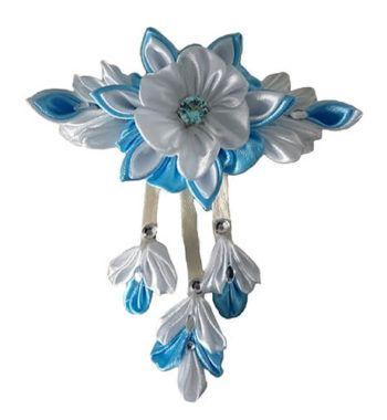 haar klem met mooie bloem lichtblauw