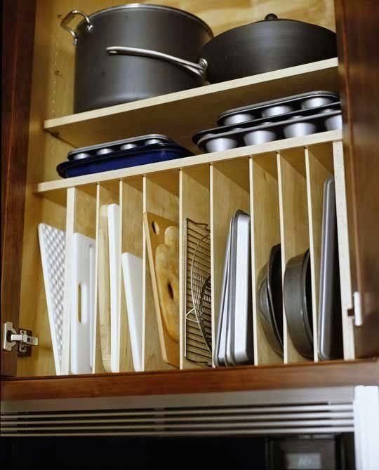 Michelle - Blog #Dead #space in the #kitchen Fonte : http://www.apartmenttherapy.com/how-do-you-oraganize-your-pots-41501