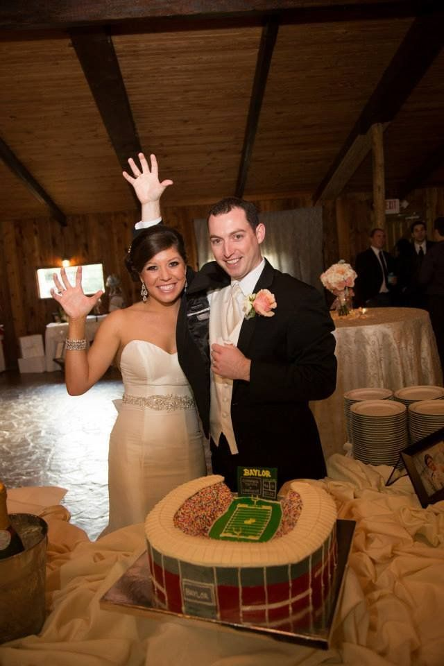 #SicEm! #Baylor wedding: Baylor Alum, Sic Ems Bears, Baylorproud Reach Com, Baylor Stadiums, Baylor Cakes, Baylor Stuff, Rgiii Grooms, Baylor Bears, Grooms Cakes