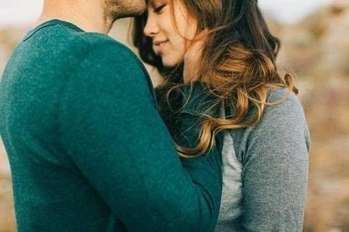 """""""Красота — это тень гармонии. Ты не влюбляешься в красивых людей, процесс прямо противоположен. Когда ты влюбляешься в какого-нибудь человека, этот человек кажется красивым. Именно любовь вносит идею красоты, а не наоборот."""" (Ошо)"""