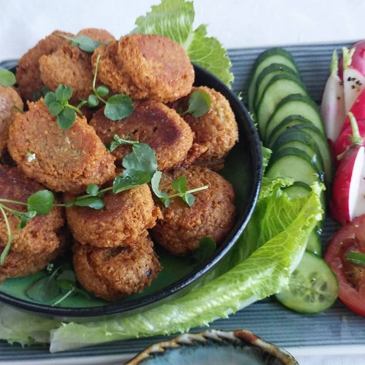 Tänään kotitekoisia falafeleita. #falafel #vege #kasvisruoka #itsetehty #ruokablogi #ruoka#kotiruoka #herkkusuu #lautasella #Herkkusuunlautasella#ruokasuomi