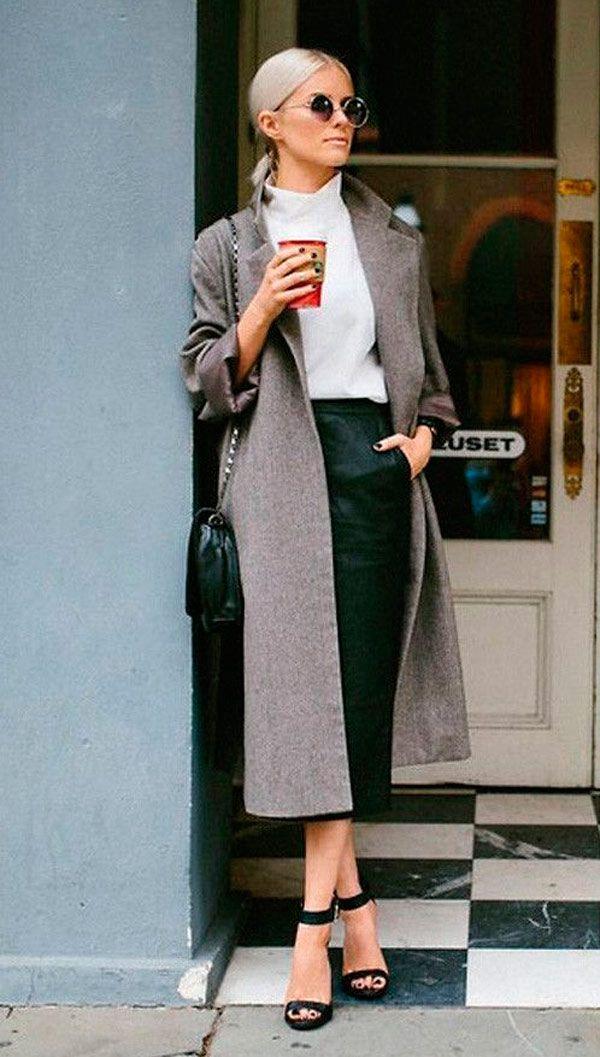 Overcoat cinza com calça de alfaiataria e camisa é um jeito de dar um up no look.