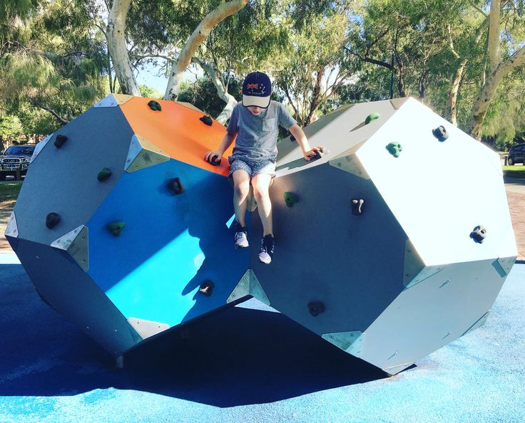 Tomato Lake Reserve, Kewdale. A fantastic playground located lakeside. Great for all ages!