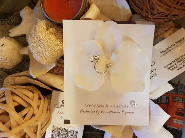 Cercei Orhidee Alb #ANA81802 - Cercei handmade Orhidee Alb cu element din aliaj rasucit; tije si fluture Argint 925. Cercel mic cu cristal SWAROVSKI autentic si fluture Argint 925.   - Bijuterii Handmade - Ana Bijoux Handmade | Ana-Bijoux.com | Ana Bijoux Group