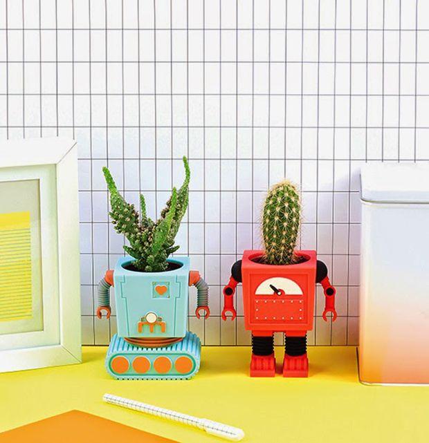 Planterbots, vasos em formatos de robôs retrôs. amei este post usar vasos para decoração super realça o ambiente sem falar que fica muito fofo!