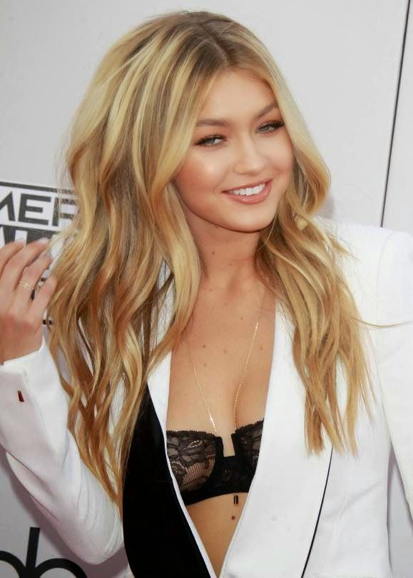 GIGI HADID – 2014 AMERICAN MUSIC AWARDS IN LOS ANGELES