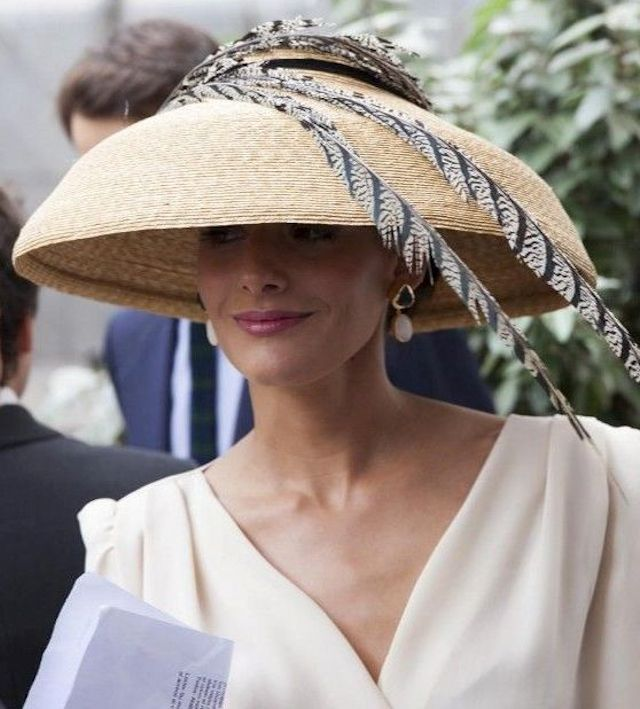 Invitadas elegantes y... con sombrero de rafia! | AtodoConfetti - Blog de BODAS y FIESTAS llenas de confetti