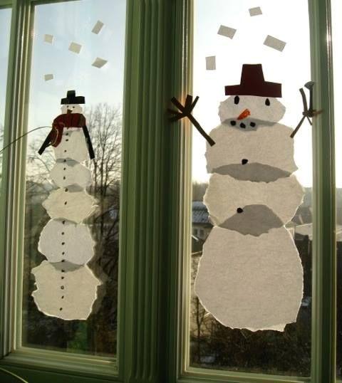 Riesen-Schneemänner als Fensterbild