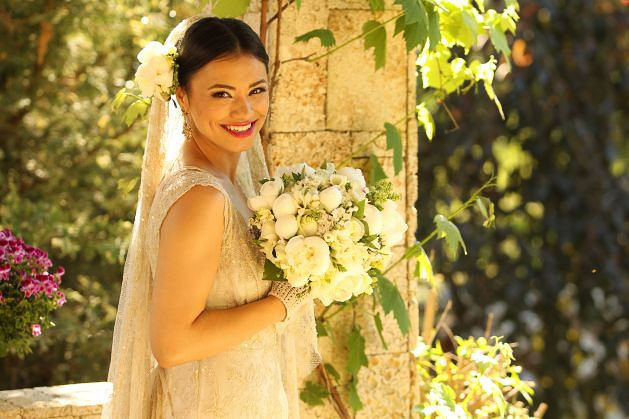 Romantic wedding, romantic make-up simply but elegant, discrete. Beautiful actress Aylin Cadir. Find more ideas about bride make-up on my website.