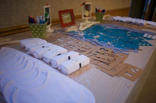 Bib and Onesie Decorating Station for Baby Shower - Blog - www.onidacruz.com