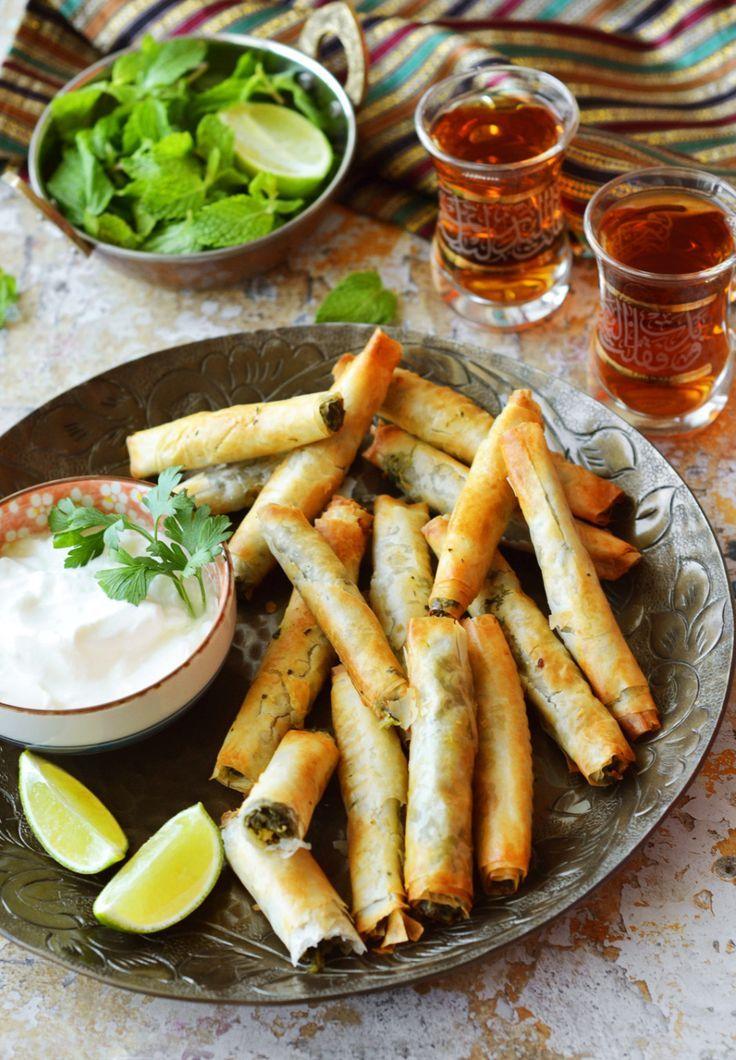 Spinazie feta rolletjes van filo deeg. Lekker om met wat griekse yoghurt als verjaardags hapje te serveren.