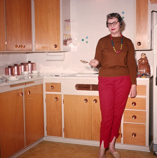 colortransparency: Elsie in the kitchen, 1964.... - Gee Whiz: midcentury life and other things.