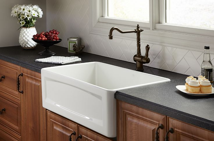 Inspired by the Classic Movement, the design of the Orchard Collection by @dxv is a blend of country heritage and character, refined with a restrained uptown style. With its bountiful style, this kitchen farm sink's reversible design is perfect for any kitchen. One side of the sink is decorative with a transitional apron and the other side is a smooth apron with the intention of being displayed either way. Which side would you choose to display in your kitchen?