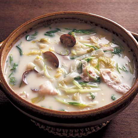白菜とあさりの豆乳鍋 | 飛田和緒さんの鍋ものの料理レシピ | プロの簡単料理レシピはレタスクラブニュース