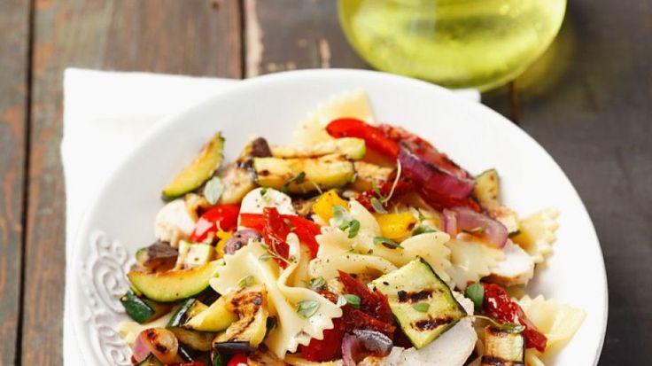 Nudeln mit Gemüse und Mozzarella | http://eatsmarter.de/rezepte/nudeln-mit-gemuese-und-mozzarella
