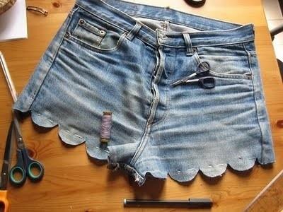 create craft inspire A creative cut-off! DIY scallop denim shorts.