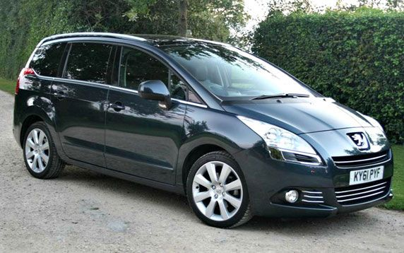 THE NEW FAMILY CAR, PEUGEOT 5008 WITH COMFORTABLE FEATURES