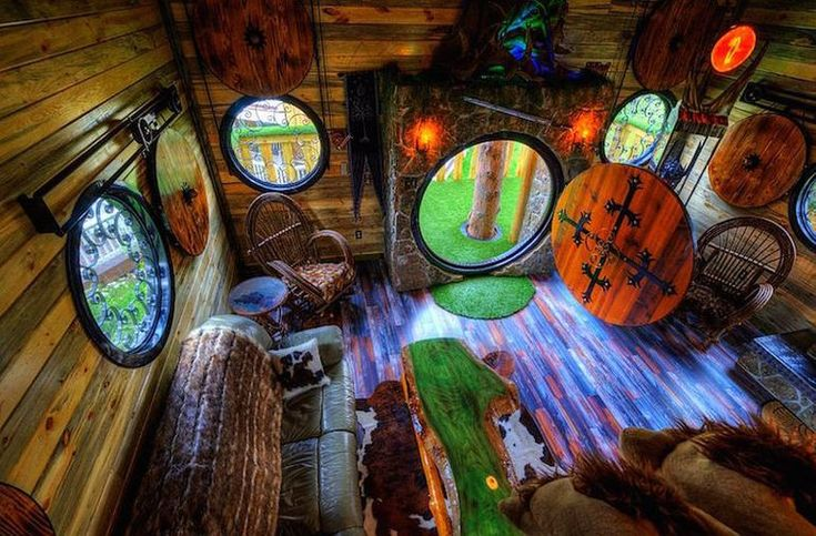 Unikátní dům na stromě inspirovaný hobití norou si zamiluje každý fanoušek Pána prstenů