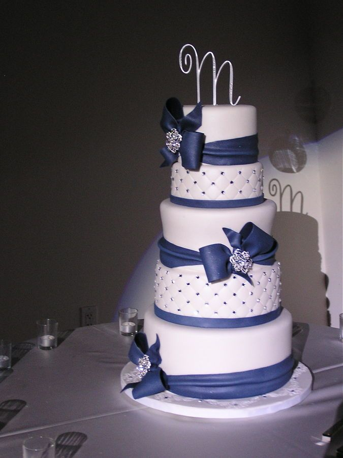 Navy Blue and white wedding cake — Round Wedding Cakes