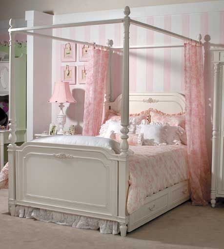 Canopy beds are perfect for little girl's rooms - wish I had one!