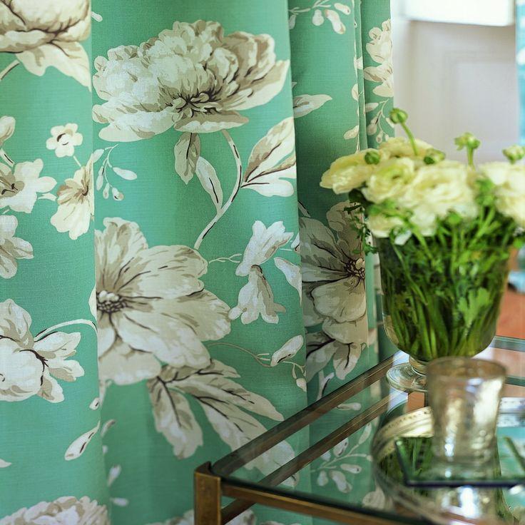 Combinarea tesaturilor florale – ikebana pentru designeri http://blog.decoradesign.ro/perdele-si-draperii-florale/