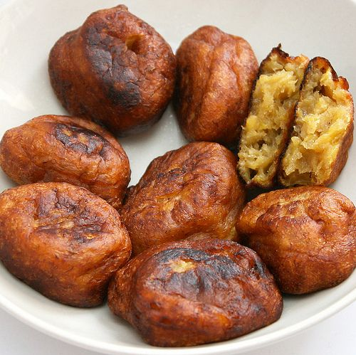 INGREDIENTS  8-9 medium ripe bananas (those with blackened skin are perfect)  1 cup flour  3/4 teaspoon baking powder  1 teaspoon of salt  Oil for frying