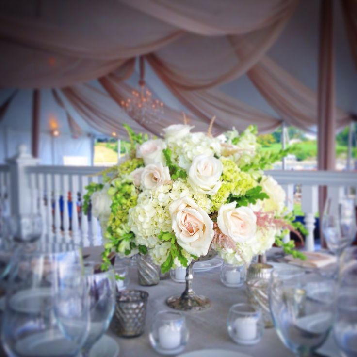 Elegant seashore wedding by stemsflowerdesign