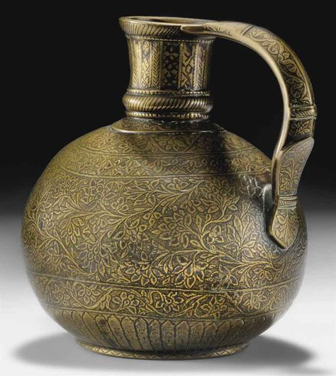 A FINELY ENGRAVED BRASS JUG mughal india.. 18th century.