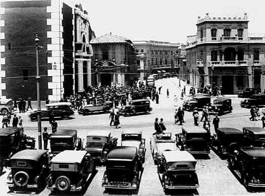 Stgo. Comienzos de Siglo - Salida de misa de la Iglesia de San Francisco en Alameda con calle Londres